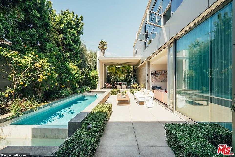 Emilia Clarke sells Venice Beach home for $4.4M… after listing it in August for $5M