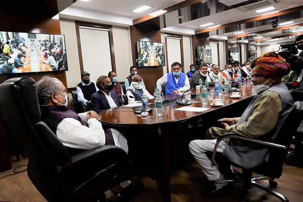Farmer group in support of new agri laws meets Tomar, threatens to protest if repealed