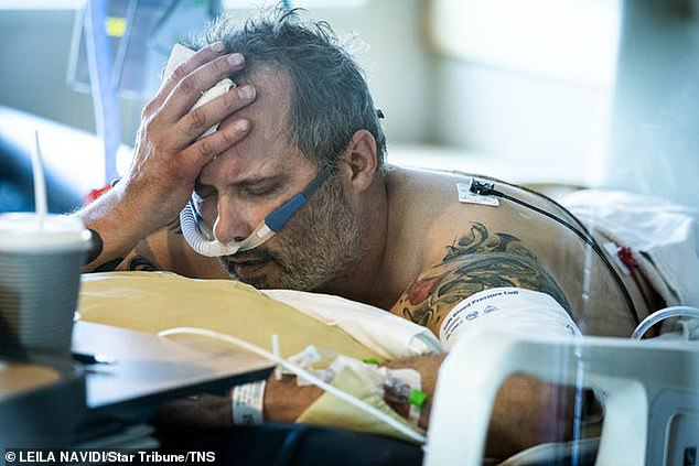 Harrowing picture shows veteran, 54, with COVID before his death in Minnesota hospital