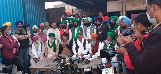 Heads of all protesting farmer unions to be on hunger strike on Monday against agri laws