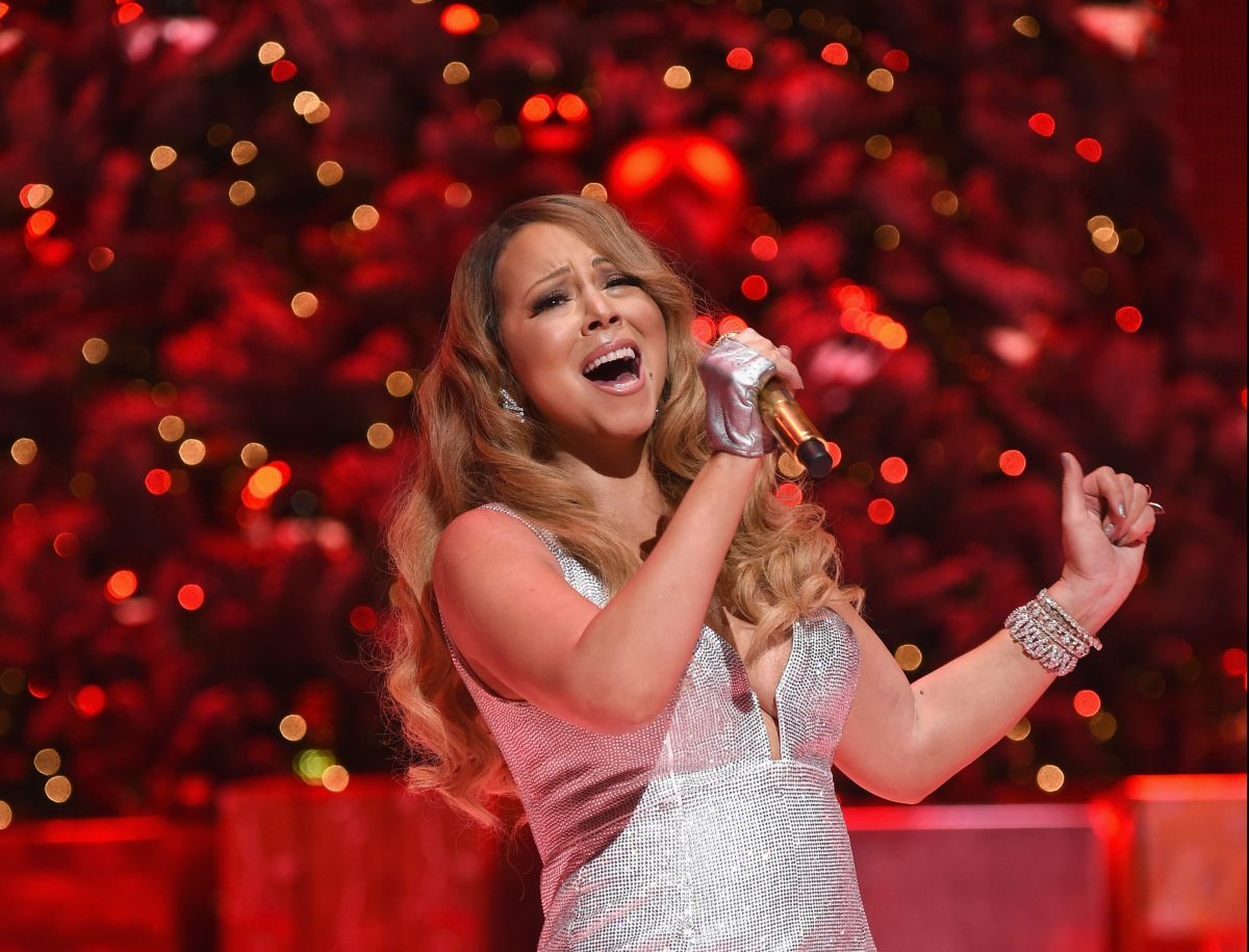 """How Much Money Does Mariah Carey Have After Her Hit """"All I Want For Christmas Is You"""" Succeeds Again 