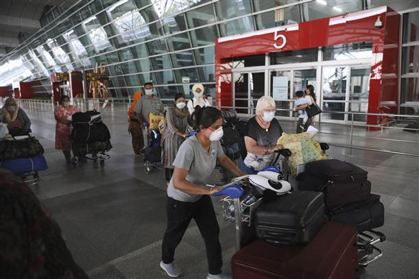 India orders surveillance of all passengers who came from or transited through UK in past 4 weeks