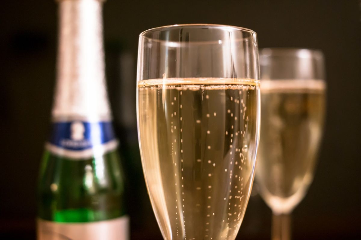 Is the difference between champagne and sparkling wine | The State