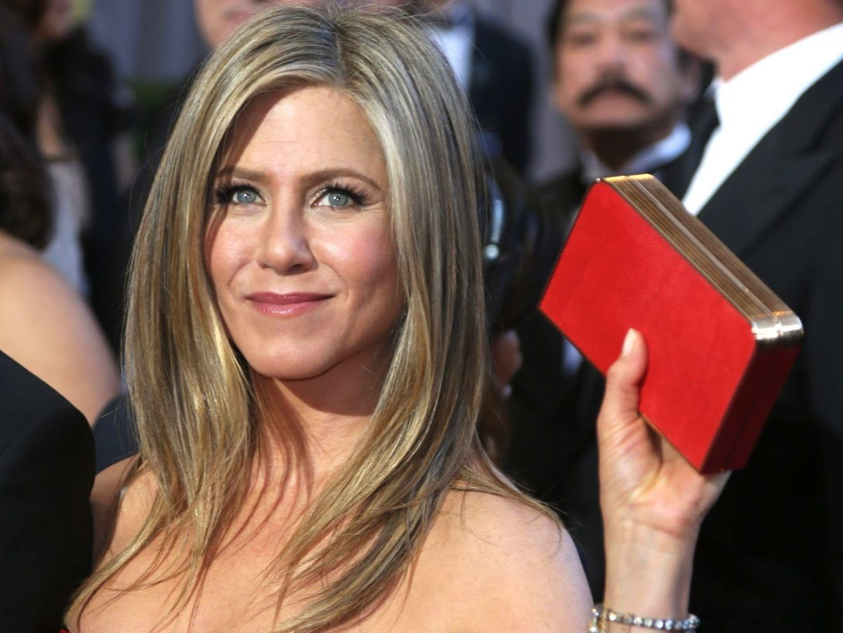 Jennifer Aniston scandalizes the networks for displaying controversial Christmas ornament | The State