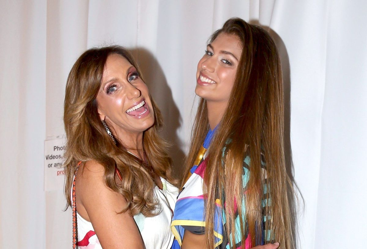 Lina, daughter of Lili Estefan posed with a revealing dress and showed that she inherited her mother's beauty | The State