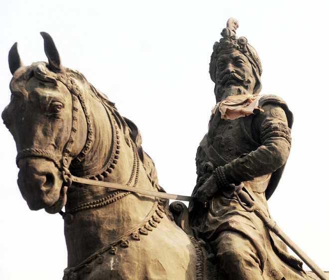 Maharaja Ranjit Singh statue vandalised in Pakistan
