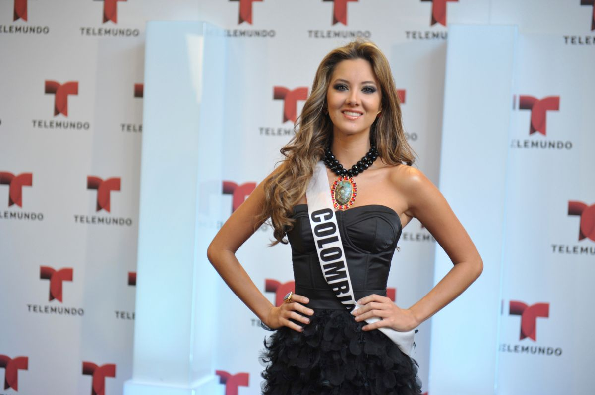 """""""My right foot won't work either,"""" the former Miss Colombia, Daniella Álvarez, confessed with integrity 