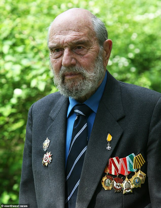 Notorious British traitor George Blake dies in Moscow aged 98
