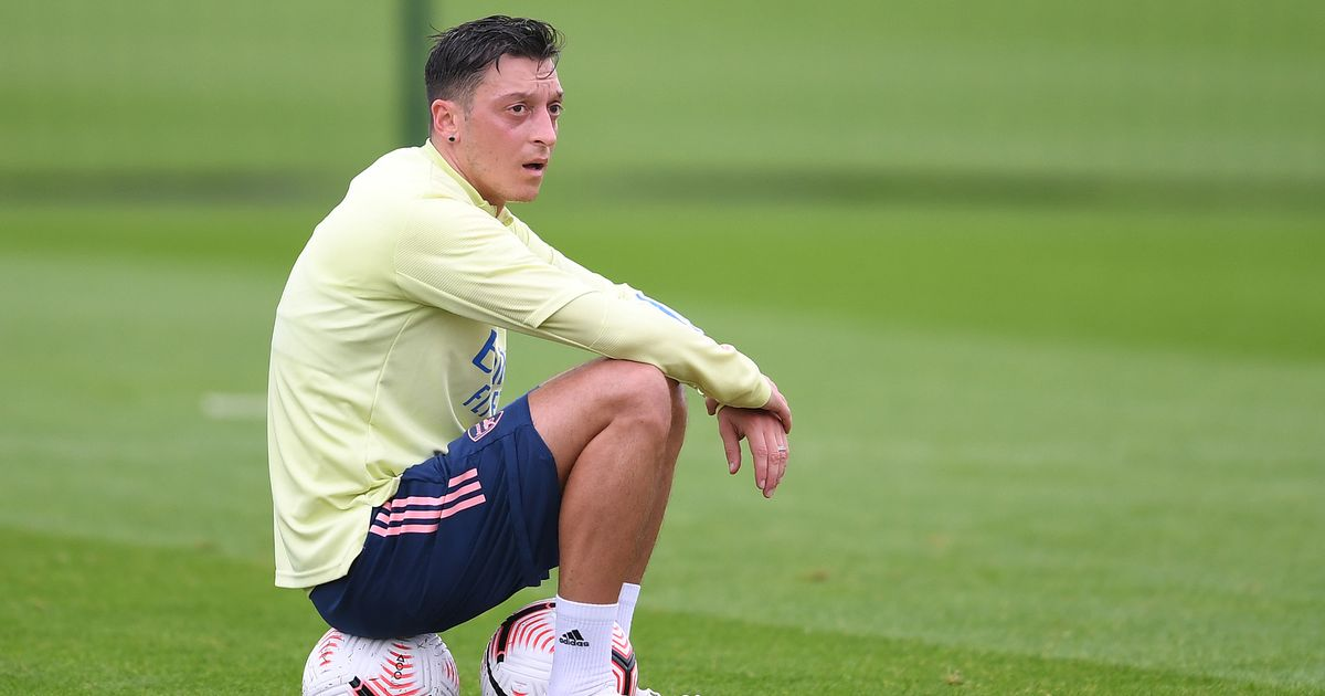 """Ozil """"hasn't changed"""" contract plans as his agent takes swipe at squad omission"""