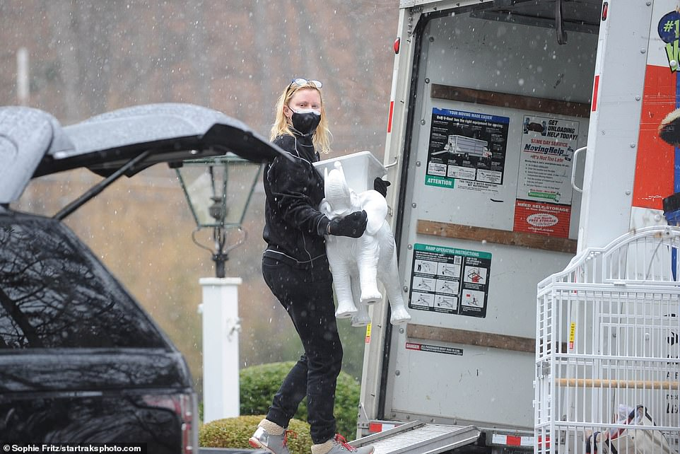 PICTURED: Sandra Lee moves out of Mount Kisco home where she lived with ex-boyfriend Gov. Cuomo