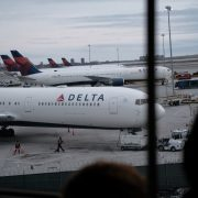 Passengers opened the door of the Delta plane that was going to take off from New York | The State