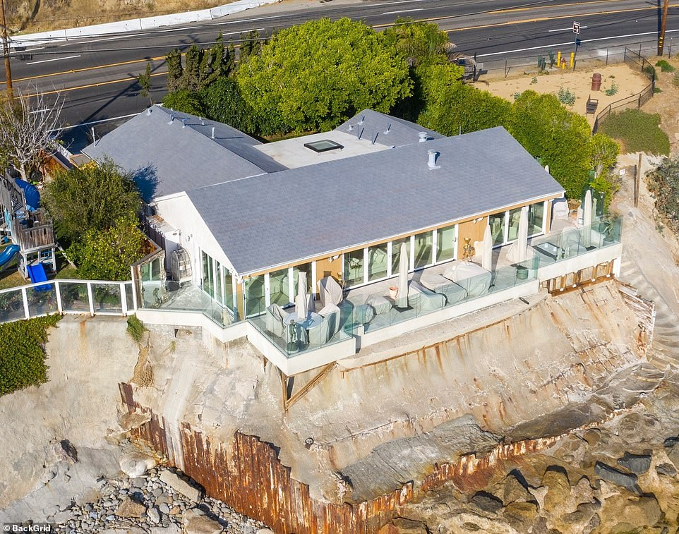 Sandra Lee's $3.4 million Malibu beach house is seen days after she moved out of New York home
