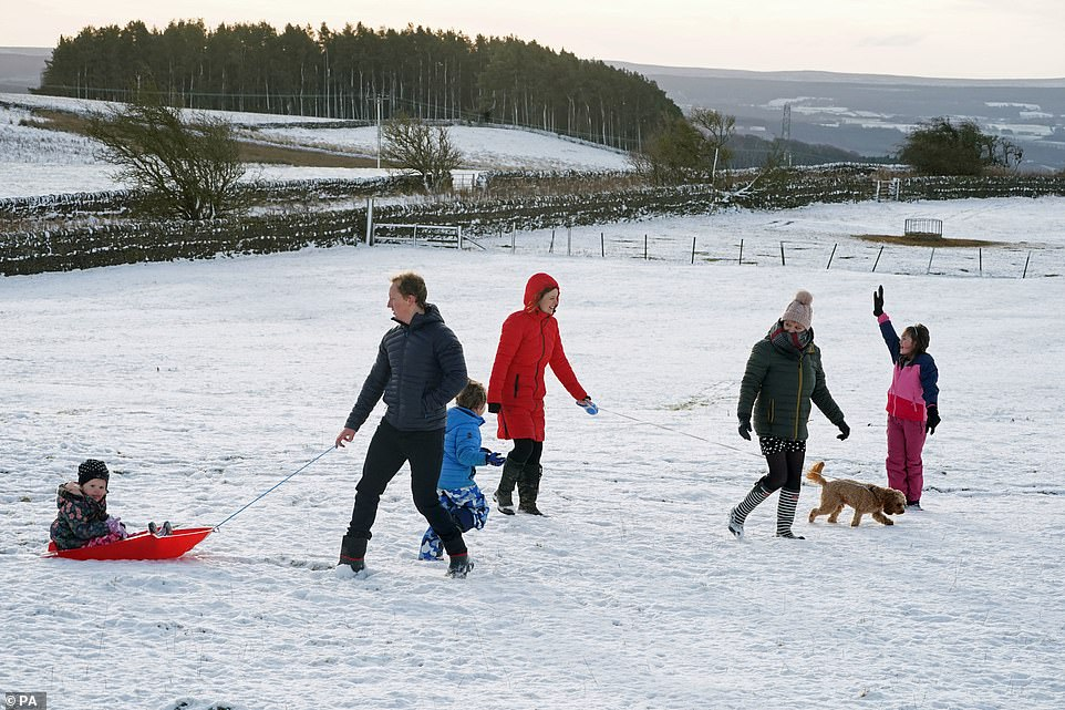 Snow falls on Christmas Day for the first time in three years