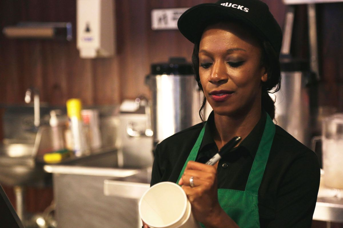 Starbucks will increase the salary of its workers to $ 15 dollars per hour | The State