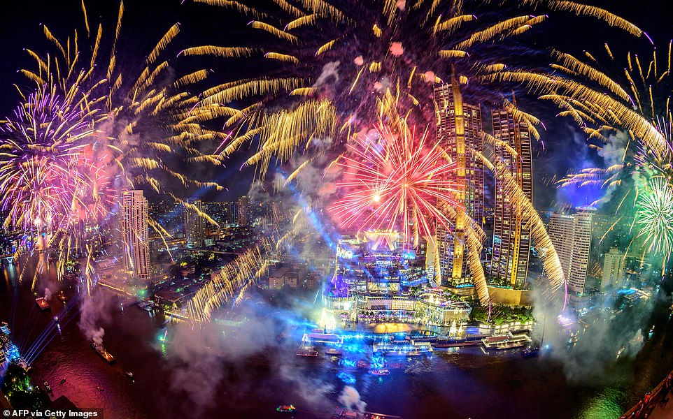 THAILAND: Fireworks erupt over Chao Phraya river during the fireworks show for New Year's Eve in Bangkok