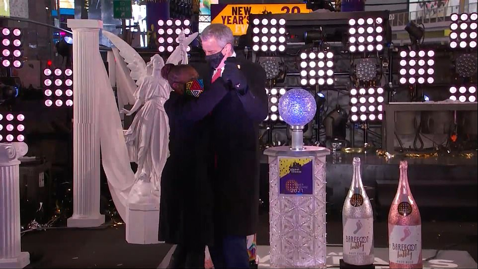 De Blasio and his wife Chirlane McCray were seen dancing on stage after the mayor set the ball drop in motion