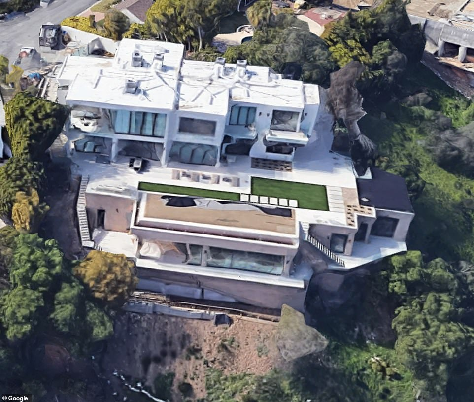 Of the three homes that recently closed, the largest went for $29.72 million, which is about $5.5 million more than Musk paid for it in 2016