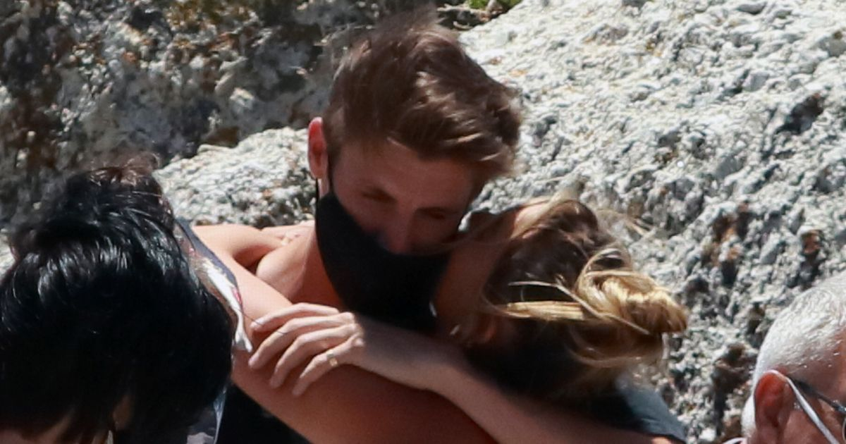 Ferne McCann packs on PDA with new model boyfriend in South Africa