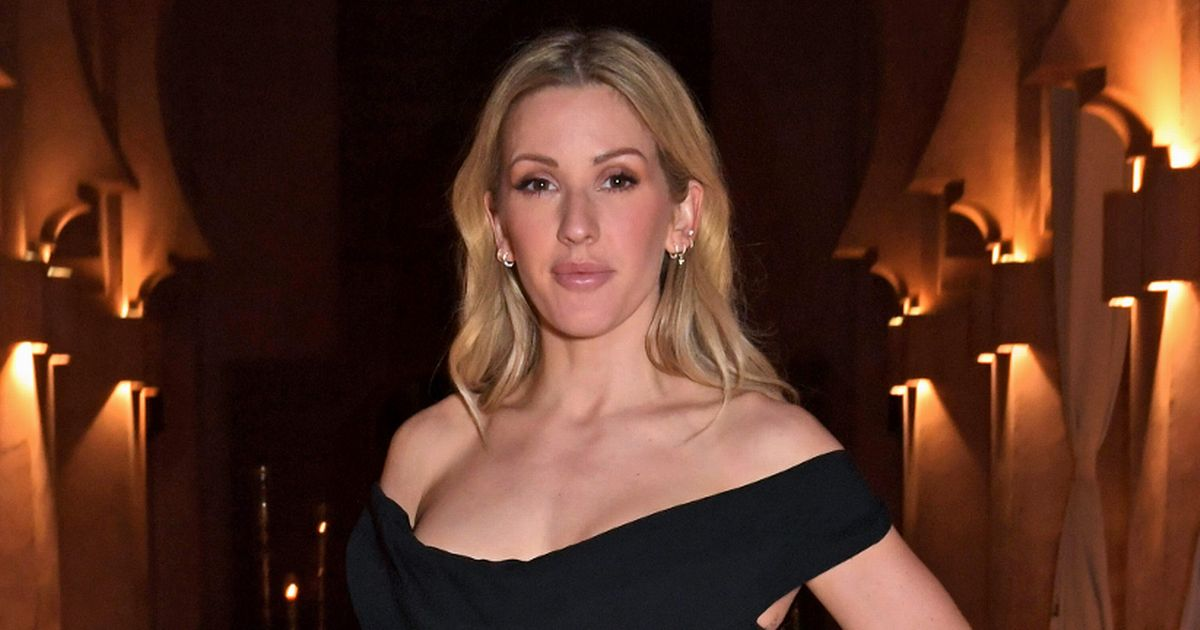 Ellie Goulding poses topless backstage in a daring '2020 highlight'