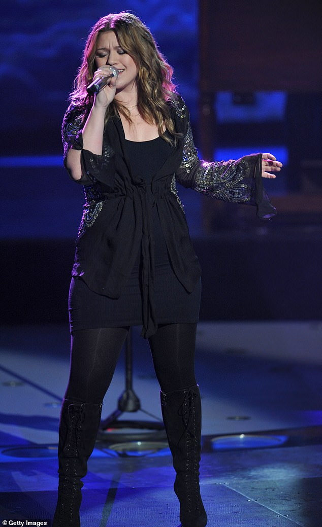 Credit where credit's due: The Since U Been Gone singer thanked Hewitt for her kindness and noted that she was one of the only nice people she had run into at the award show; the singer is seen returning to American Idol in 2009