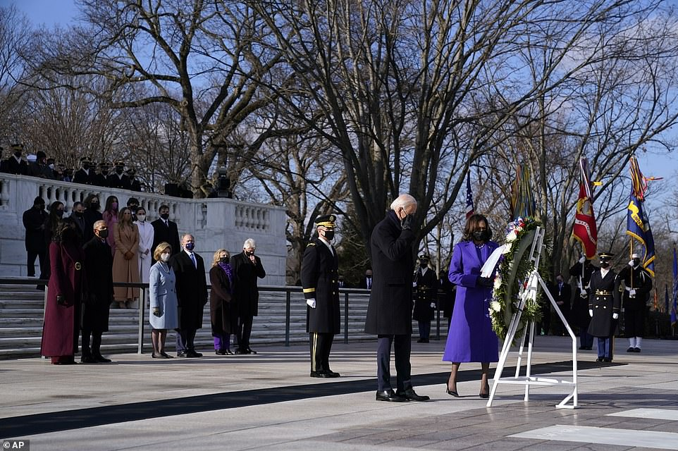 Biden, Obama, Bush and Clinton lay wreath at Tomb of Unknown Soldier