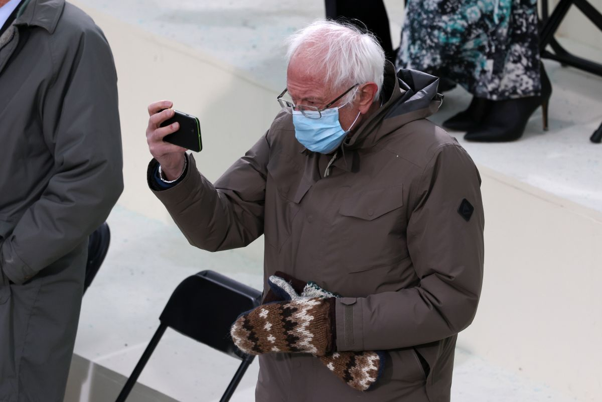 Bernie Sanders gloves are out of stock