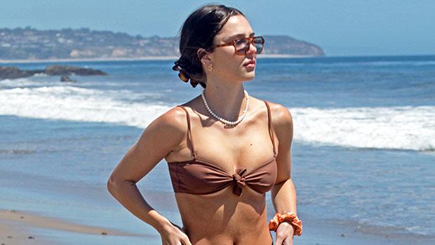 Delilah Belle Hamlin, 22, Slays In Grey Bikini Top & Gym Shorts In New Selfie — See Pics