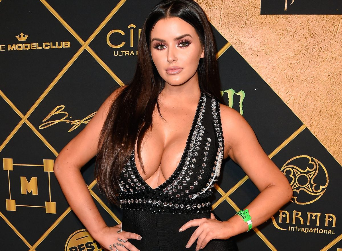 Abigail Ratchford mocked censorship without underwear and in a semitransparent dress | The State