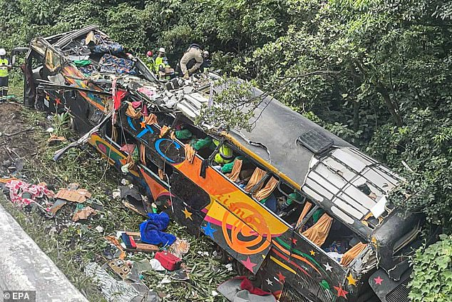 Brazil coach crash leaves 19 dead, including one child and five teenagers