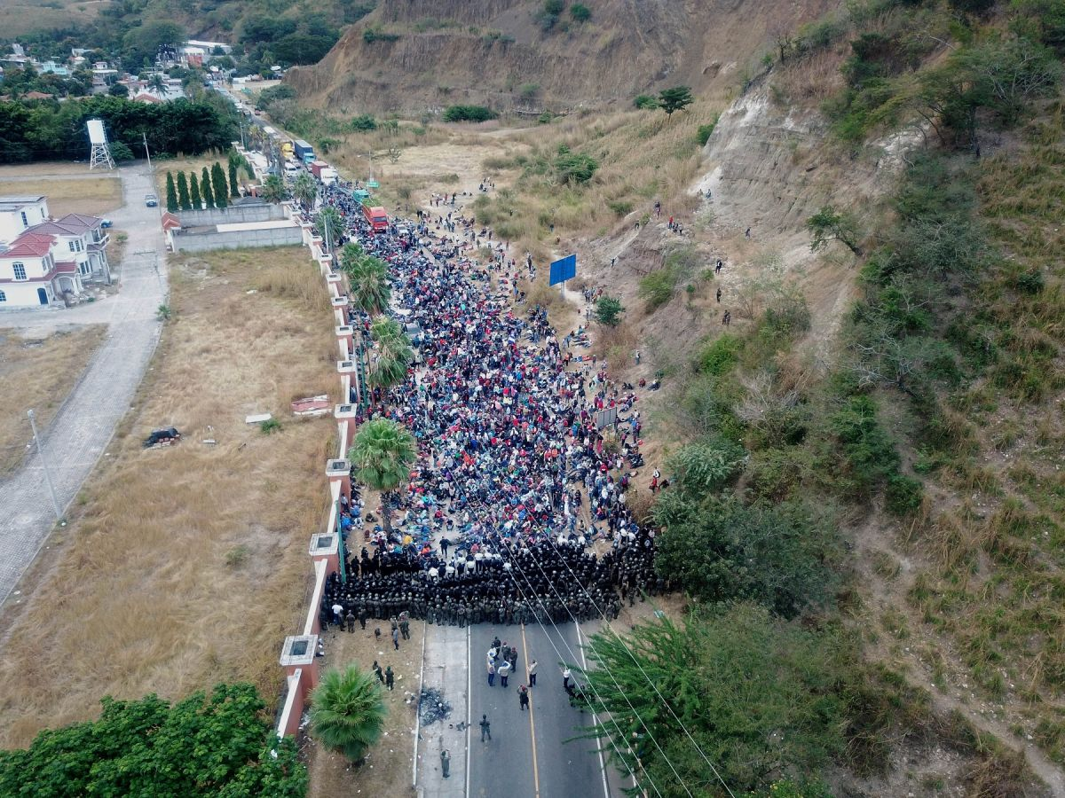 Caravan of 9,000 immigrants en route to the United States; 6,000 face the Guatemalan army | The State