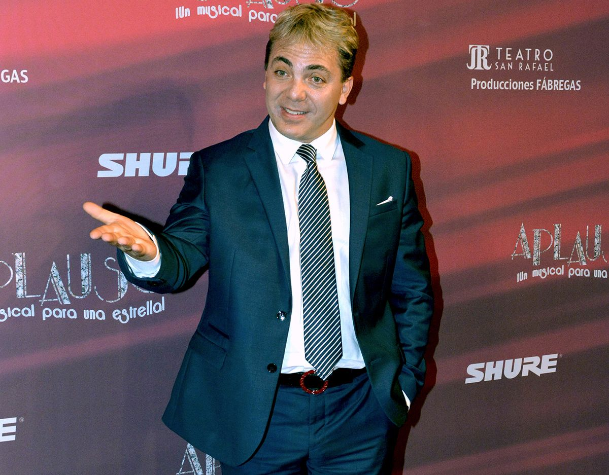 Cristian Castro in love, presents his girlfriend | The State