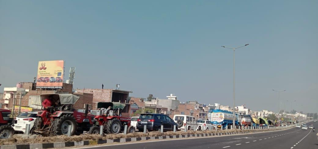 Delhi violence: Traffic smooth on NH-44 after brief snarls as several farmers turn back home