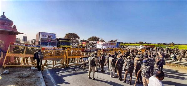 Haryana Police set up barricades on Delhi-Jaipur Expressway to stop farmers from entering national capital