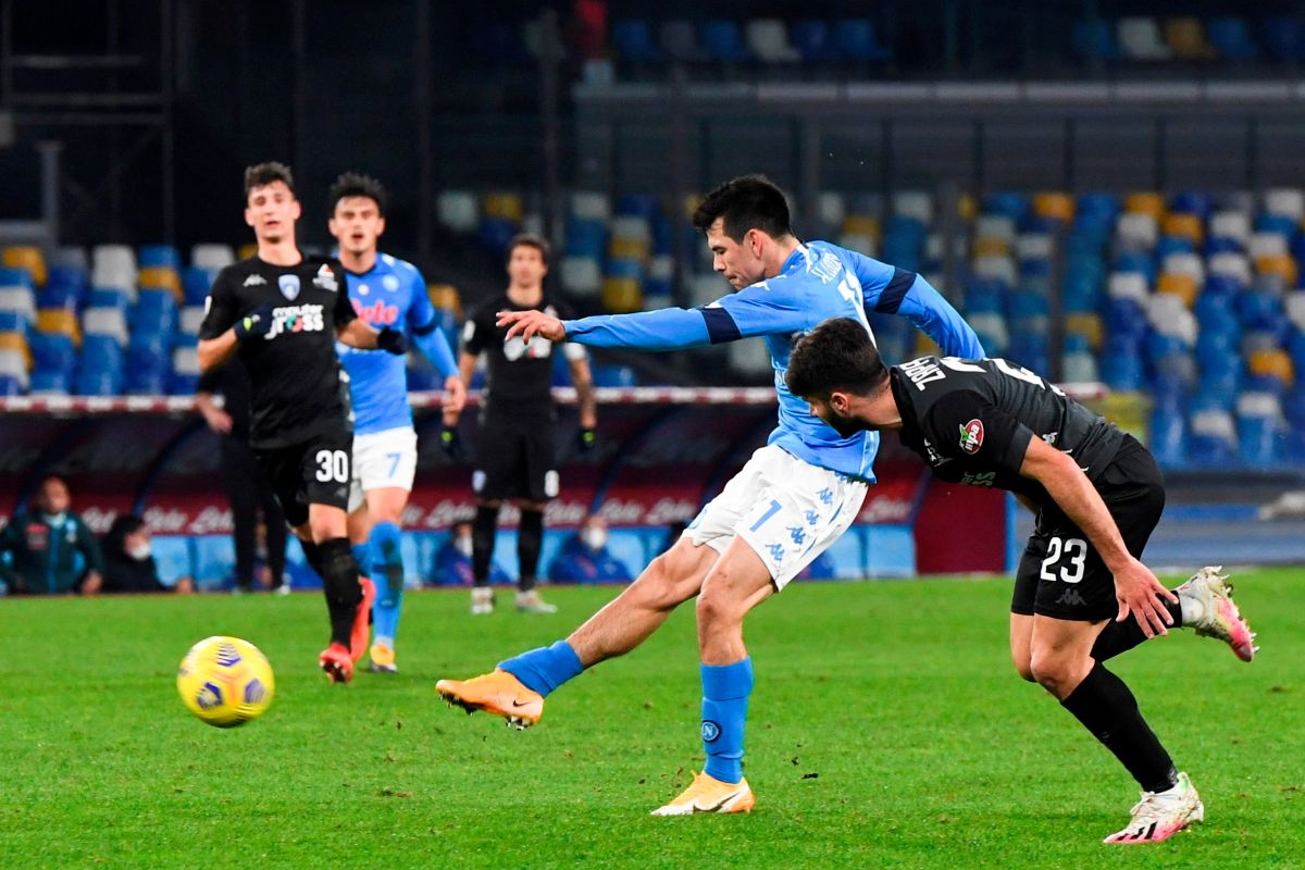 "He scored a goal and provided assistance: another great game from ""Chucky"" Lozano, the new hero of Naples 