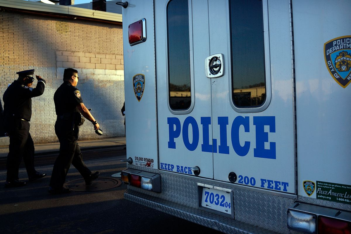 Hispanic police officer arrested for assaulting his girlfriend in Queens   The State