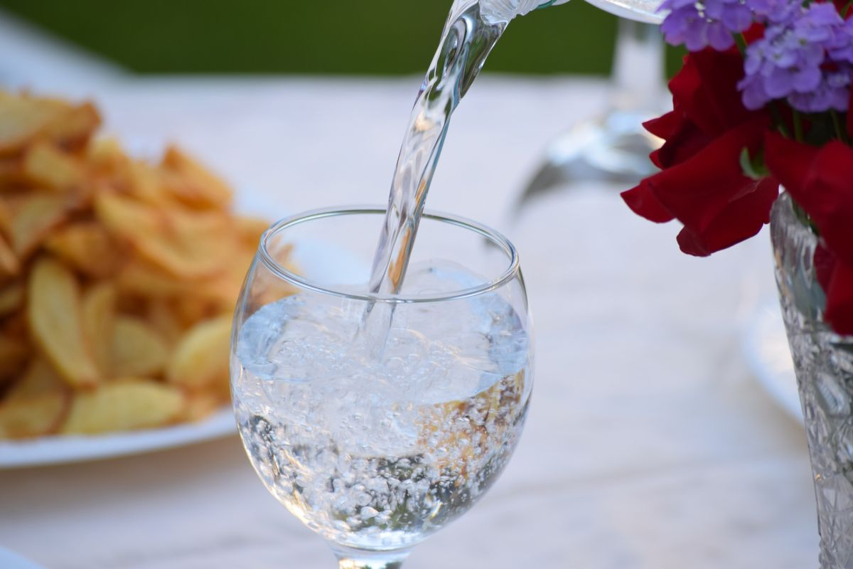 How Sparkling Water Can Affect Your Health More Than You Think | The State