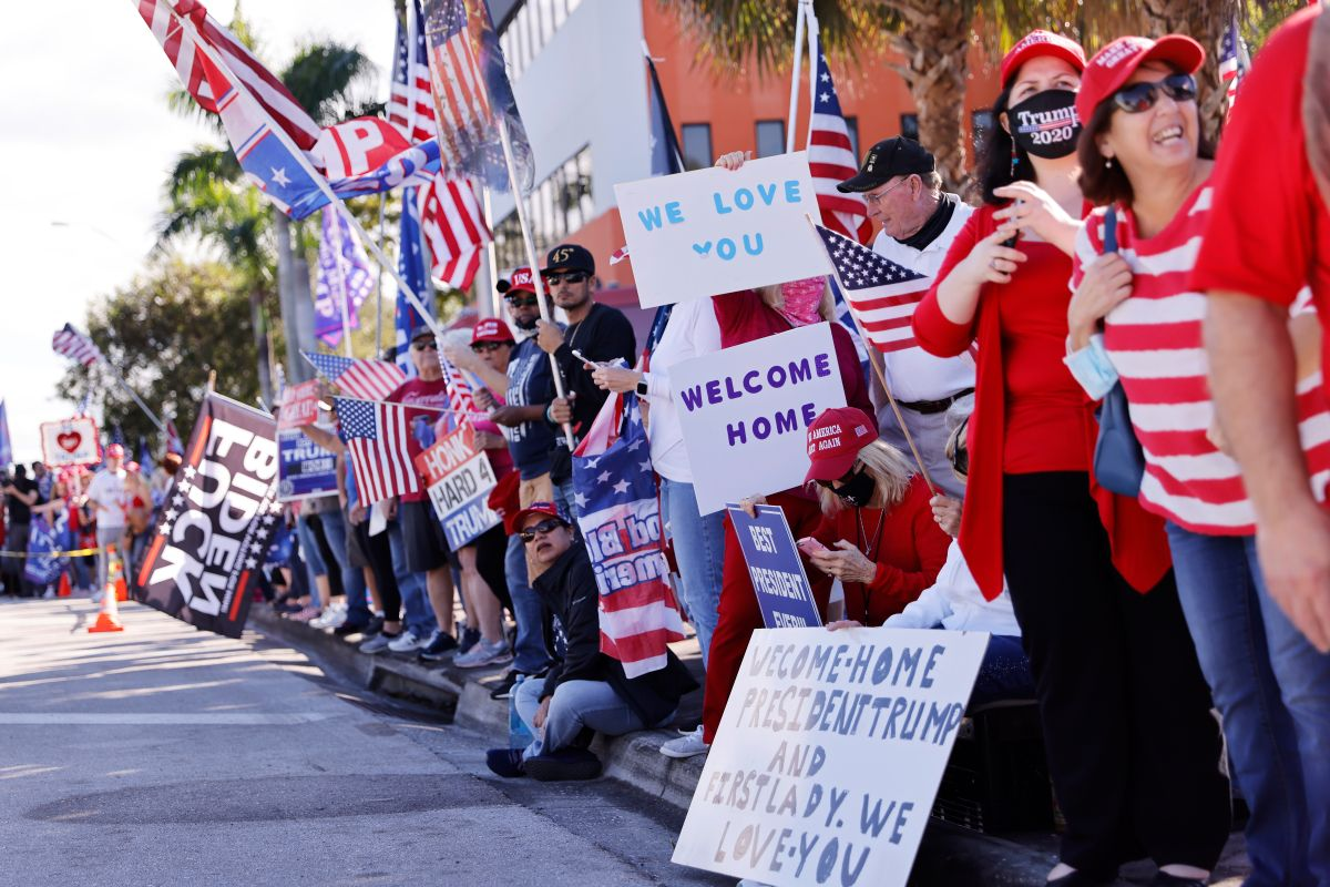 Hundreds of Supporters from Florida Airport to Mar-a-Lago Waited and Cheered for Donald Trump | The State