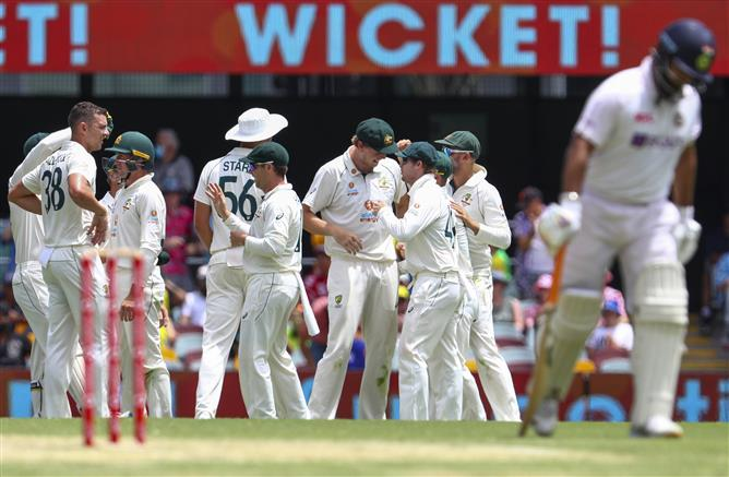 India strike back to reduce Australia to 149/4 at lunch in Brisbane Test
