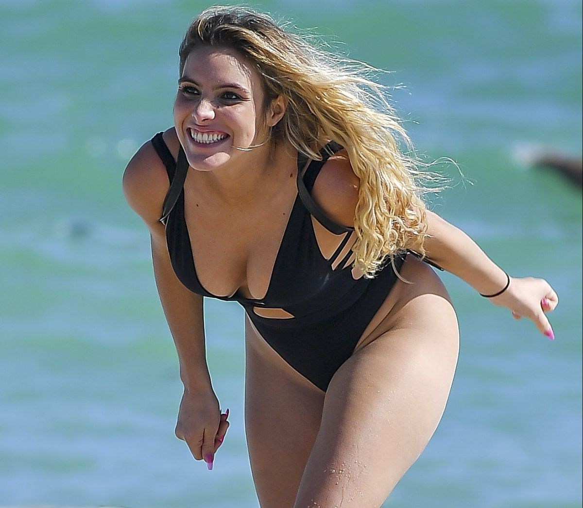 "Lele Pons turned her back and showed her imposing thong from a ""dream"" place 