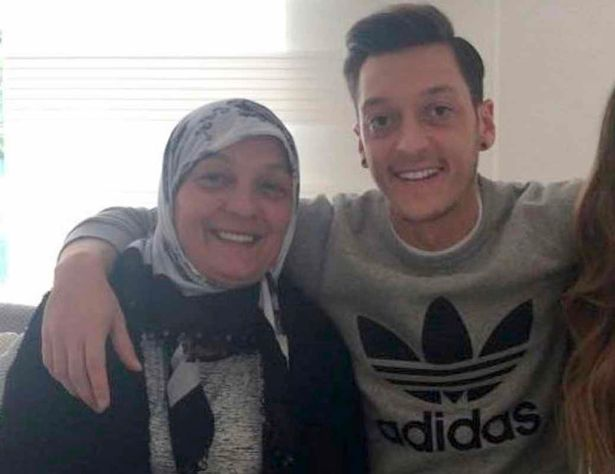 Mesut Ozil promised his mother he would join Fenerbahce one day