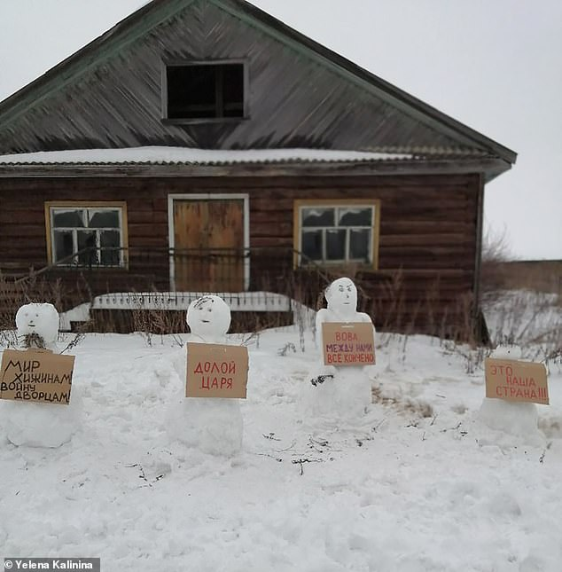 Russian police arrest activist for building a rally of anti-Putin snowmen