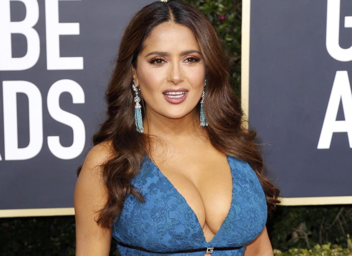 Salma Hayek shows her impressive attributes posing in a bikini at 54 years old | The State