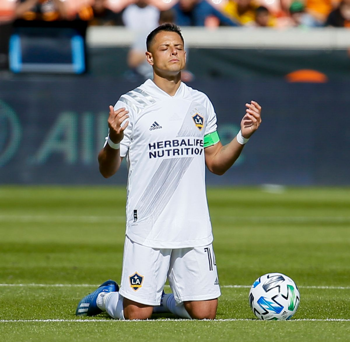 """She is dissatisfied: Sarah Kohan asked for a divorce from """"Chicharito"""" Hernández and he does not want to separate 