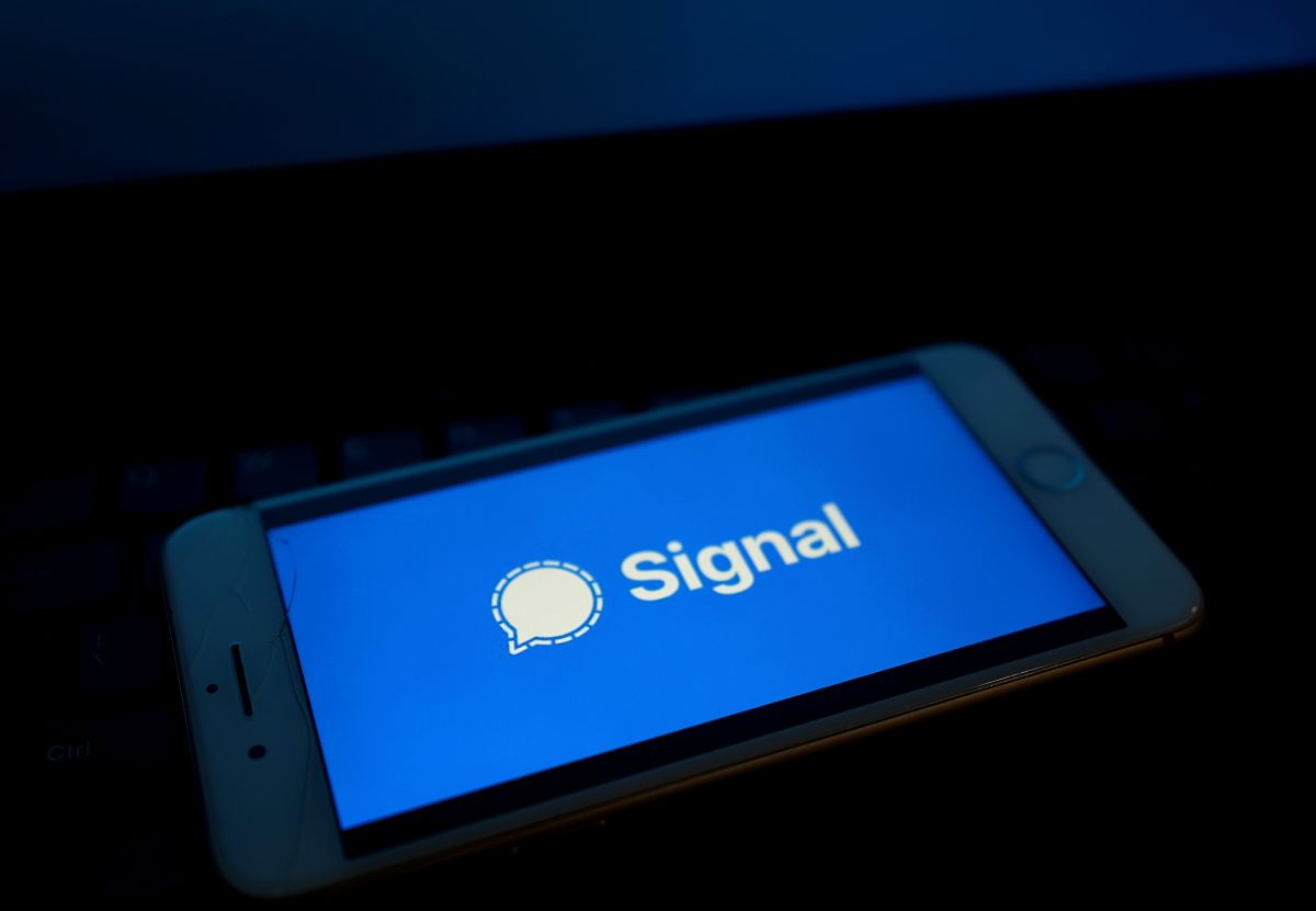 Signal downloads soar 4,200% after WhatsApp announced that it will share personal data with Facebook | The State