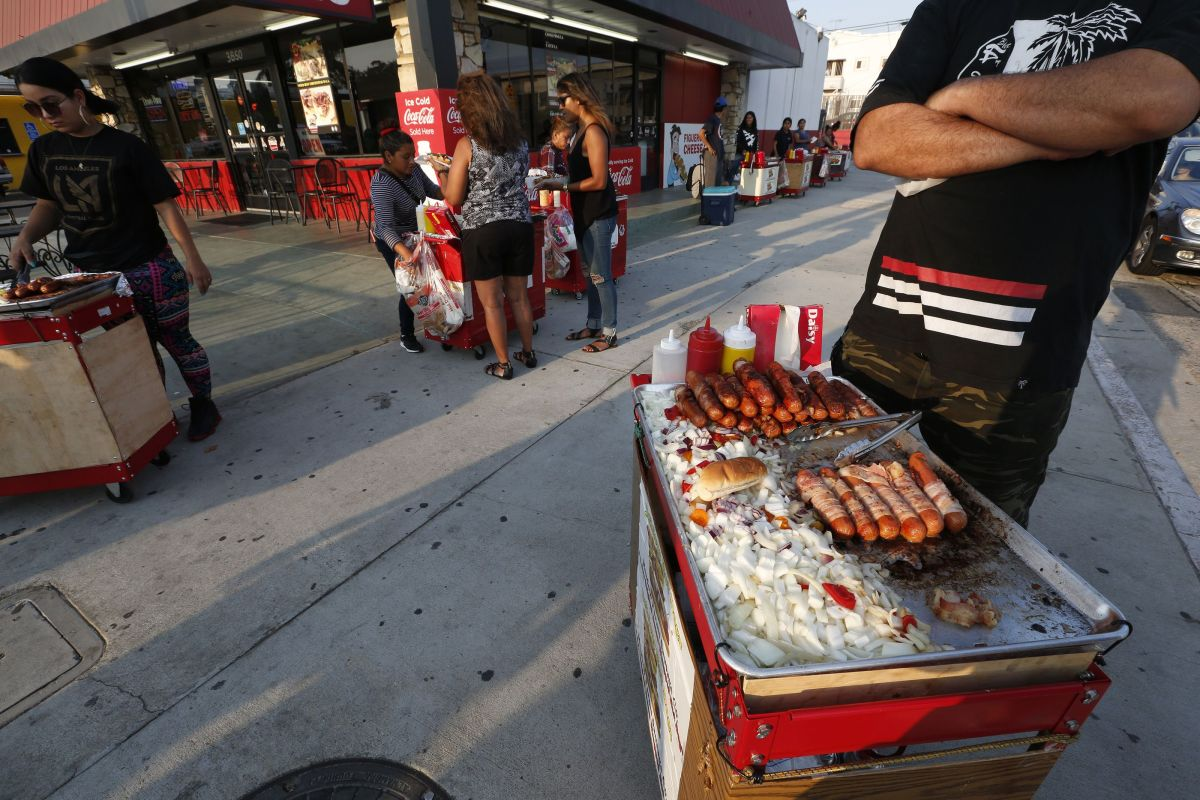 Street vendor of hot dogs who went to sell among angry supporters of Trump is from Puebla | The State