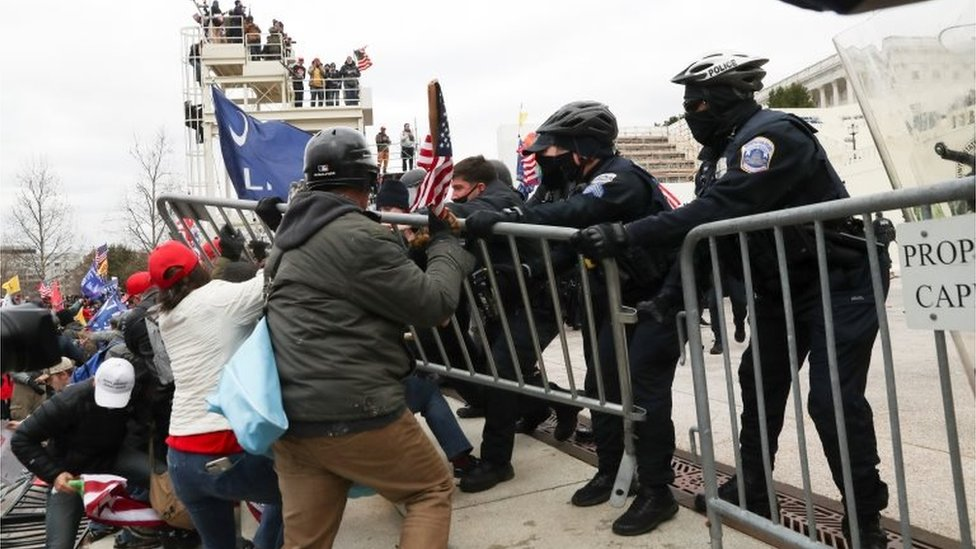 Confrontation with policemen on the Capitol