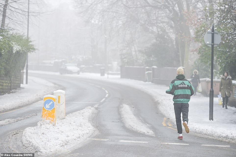 UK weather: Travel chaos warning over icy roads and freezing fog