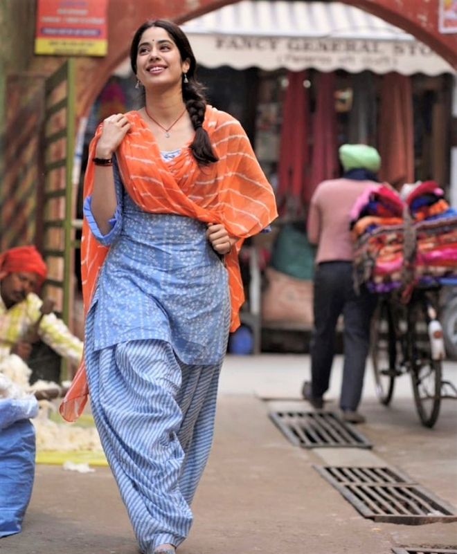 While shooting in Punjab, actor Janhvi Kapoor faces farmers' protest