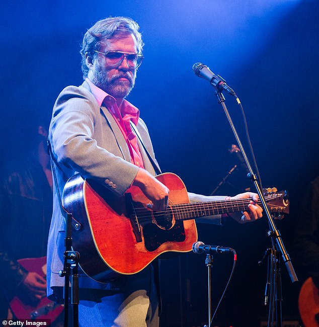 Who is 'Bean Dad'? Twitter users slam John Roderick for can opener stunt with his hungry daughter