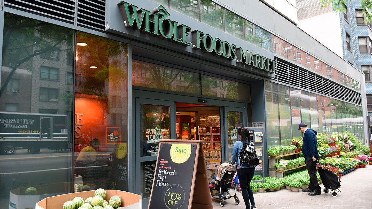 "Whole Foods CEO Believes The Best Way To Solve The Health Insurance Crisis Is ""Not Needing It"": What He Proposes To Improve Health The State"
